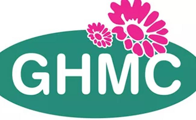 Two GHMC employees Died In Accident Near MGBS  - Sakshi