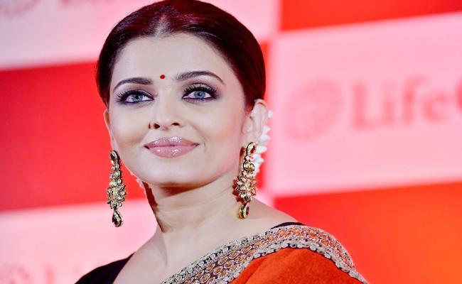 Aishwarya rai Prices Ajith Kumar in Tamil nadu - Sakshi