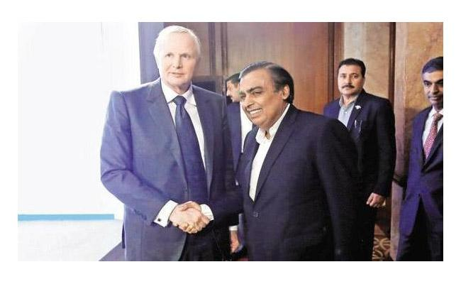Reliance-BP ink new fuel retail JV to set up 5,500 petrol pump outlets in 5 years - Sakshi