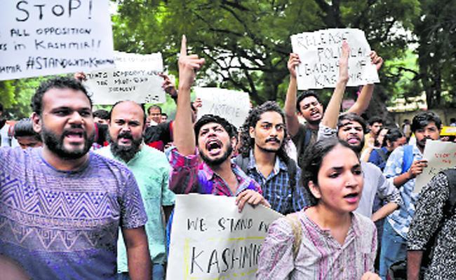 Kashmir People Protest Against Central Decision - Sakshi