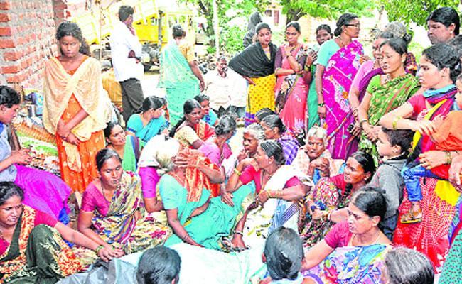 9 Died In Kottapalli Road Accident In Khammam - Sakshi