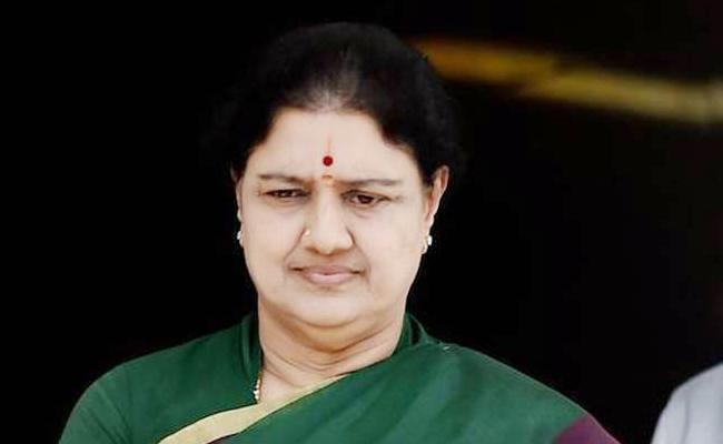 TTV Dinakaran Mulakhat With Sasikala - Sakshi