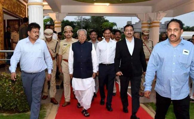AP Governor Biswabhusan Harichandan Leaves For Delhi Tour - Sakshi