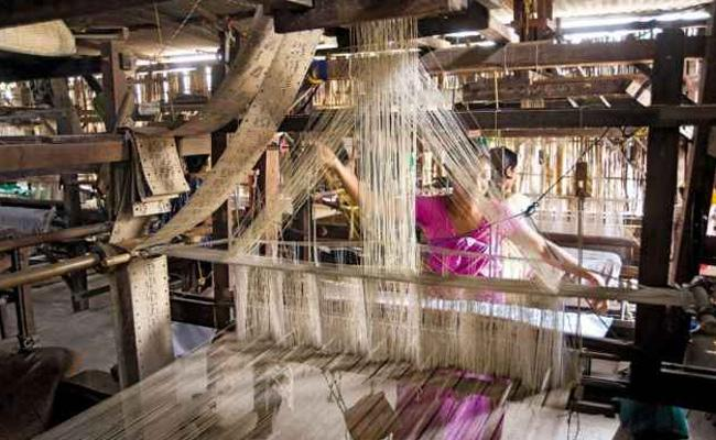 Guest Columns On Problems Of Handloom weavers In India - Sakshi