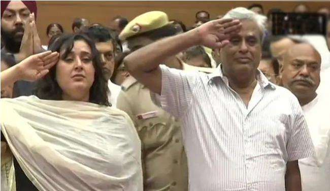 Husband and Daughter Say Farewell To Sushma Swaraj With A Salute - Sakshi