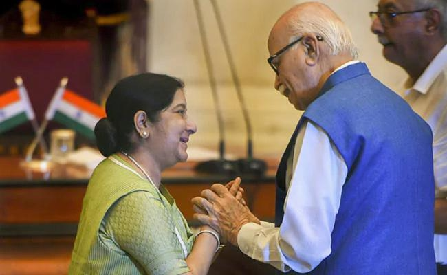 LK Advani Said Sushma Swaraj Bring Chocolate Cake Every Birthday - Sakshi