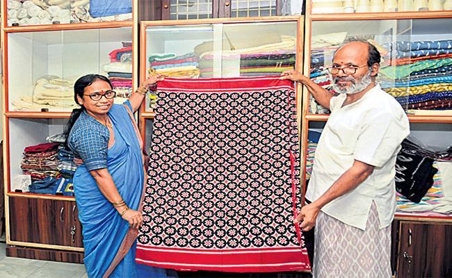 Handloom Workers balamani Special Story - Sakshi