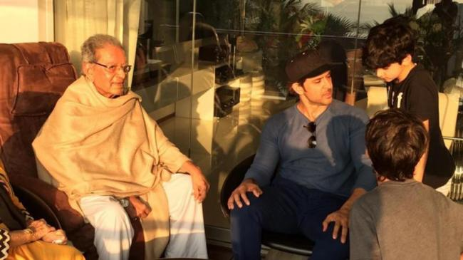 Hrithik Roshans Grandfather Om Prakash Passes Away - Sakshi