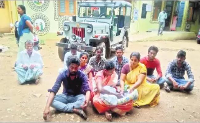 Baby Dead In PHC At Guntur - Sakshi