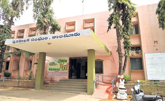 All The Key Posts In The Tanur Municipal Office Are Vacant - Sakshi