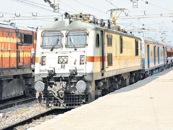 New approach to power supply for train bogies - Sakshi