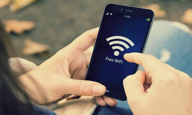 Kejriwal Says Free 15GB Internet Data - Sakshi