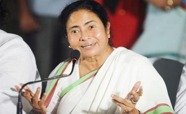 Mamata Banerjee Fired on Narenda Modi in Tamil Nadu - Sakshi