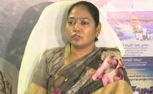 Mekathoti Sucharitha Inaugurates Mahila Mitha Services In Vizag - Sakshi