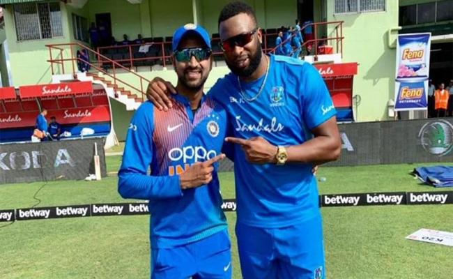 Krunal Pandya Says To Kieron Pollard, I Prefer More when you are on my side - Sakshi