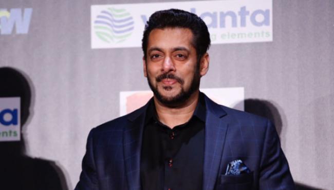 Salman Khan Helped His Dabangg Co Star Dadhi Pandey - Sakshi