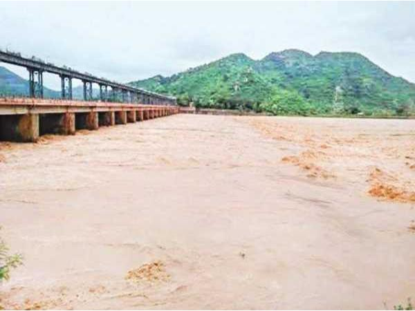Heavy Floods In Vamsadhara Project In Srikakulam - Sakshi