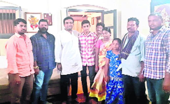 Malaysia Victim Narasimha Rao Reached Guntur District Janapadu - Sakshi