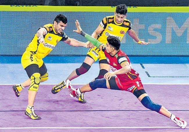 Bengaluru Bulls beats Telugu Titans by 47 points - Sakshi