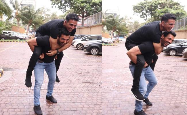 Akshay Kumar Gets Piggyback Ride On John Abraham - Sakshi