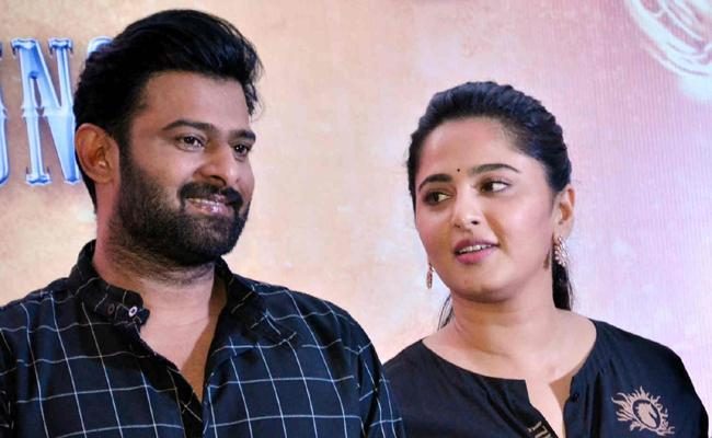 Prabhas Wants To Show Special Screening Of Saaho For Anushka Shetty - Sakshi