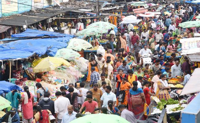 High Flower Prices Put Off Devotees In Sravanam - Sakshi