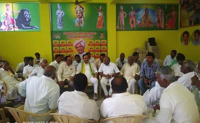 TDP Leaders Separate Decisions In Sattenapalli At Guntur - Sakshi
