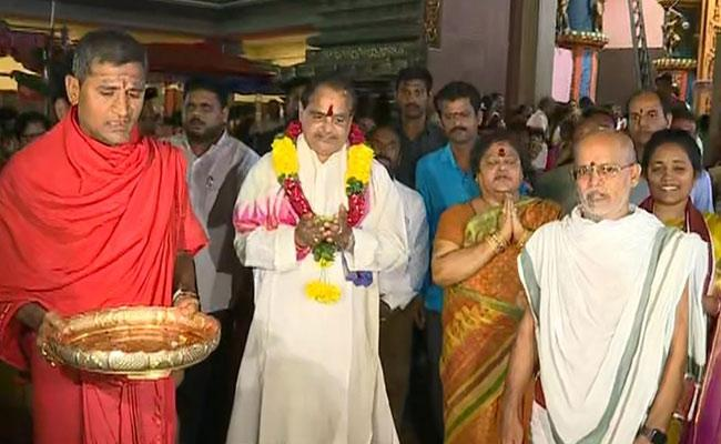 AP Speaker Tammineni Sitaram At Vijayawada Durga Temple - Sakshi