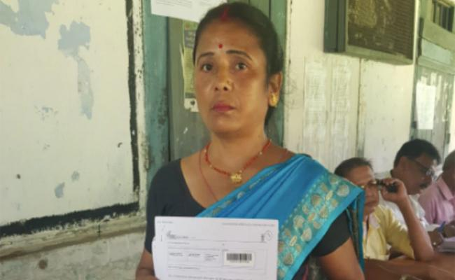 Mother Shocked As Daughters Names Missing From NRC List In Assam - Sakshi