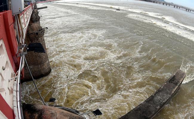 Heavy Floods To Krishna Water Release To Down From Projects - Sakshi