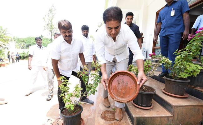 KTR Calls Sanitation Management At Houses To Prevent Seasonal Diseases - Sakshi