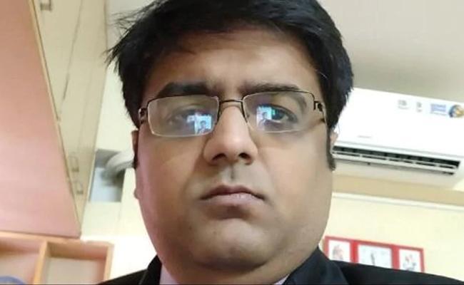 Goldman Sachs Excutive Arrested For Cheating - Sakshi