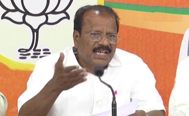 BJP Indrasena Reddy Critics KCR Govt Over Unfair News On Governor - Sakshi