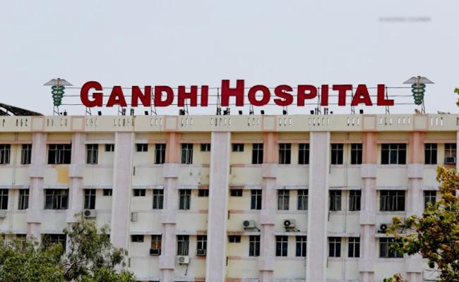 Attack on Lady Doctor in Gandhi Hospital Hyderabad - Sakshi