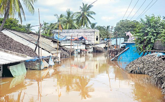 Huge Flood in coastal villages of Godavari districts  - Sakshi