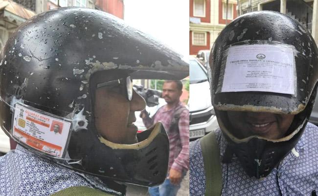 Motor Vehicle Act Vadodara Man Pastes All Bike Documents on Helmet - Sakshi