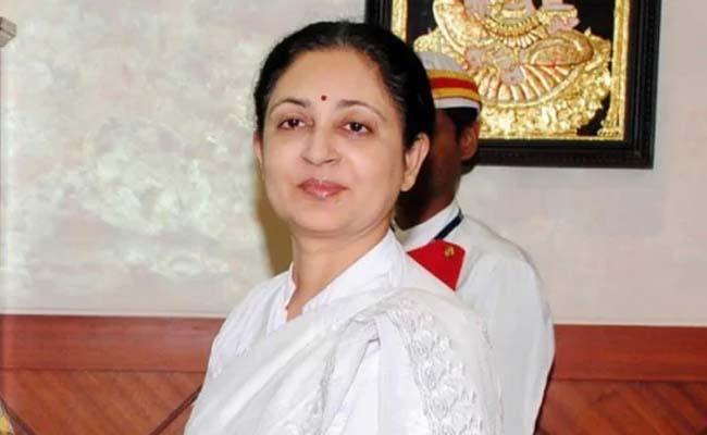 Madras HC advocates boycott court protesting CJ Tahilramani transfer - Sakshi
