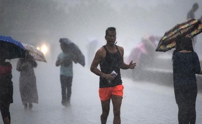 Rain Supreme in Mumbai Set to Break 2010 Record - Sakshi