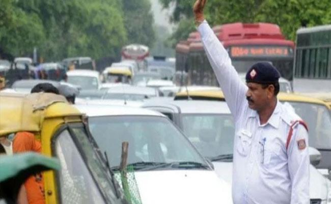 34 year old Techie Dies Of Heart Attack After Spat With Traffic Cops in Ghaziabad - Sakshi