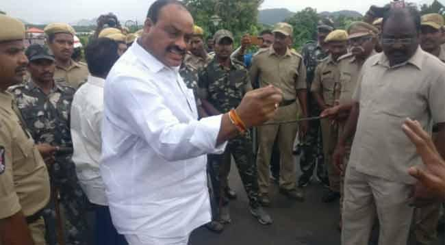 Atchannaidu Scolds IPS Officer at Chandrababu Residence - Sakshi
