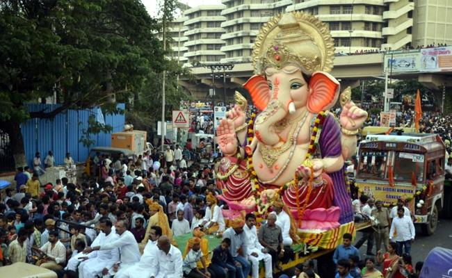 Ganesh immersion: Holiday Declared On Tomorrow in Twin Cities - Sakshi