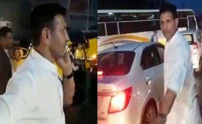 Madhya Pradesh Minister Jitu Patwari Clears Traffic Jam In Indore - Sakshi