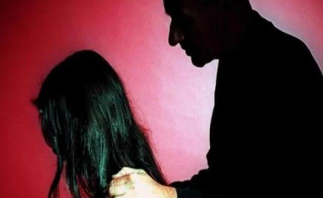 Man Molested a 5 Yrs Old Girl In Guntur District - Sakshi