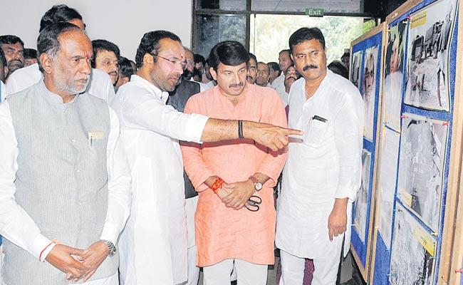 BJP steps up heat on KCR government over Telangana Liberation Day - Sakshi