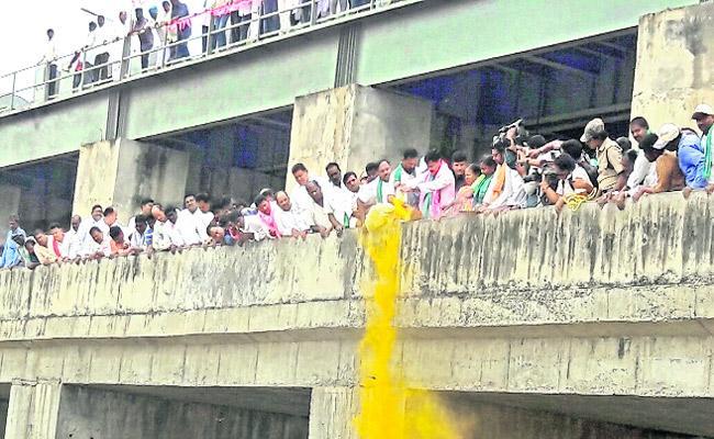 Minister Prashant Reddy Gets Grand Welcome In Nizamabad District - Sakshi