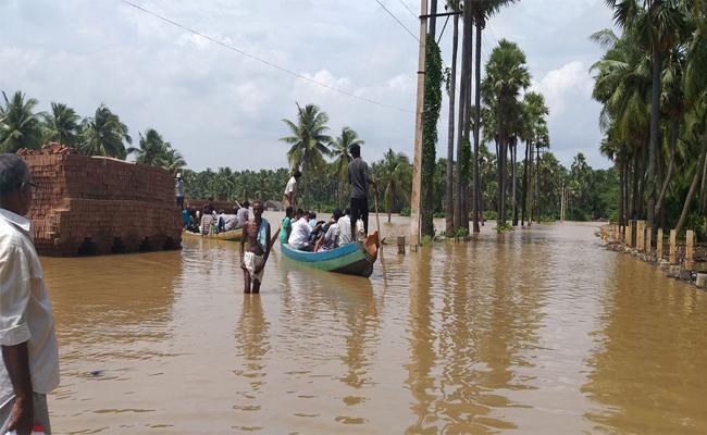 Godavari River Floods Recedes In East Godavari - Sakshi