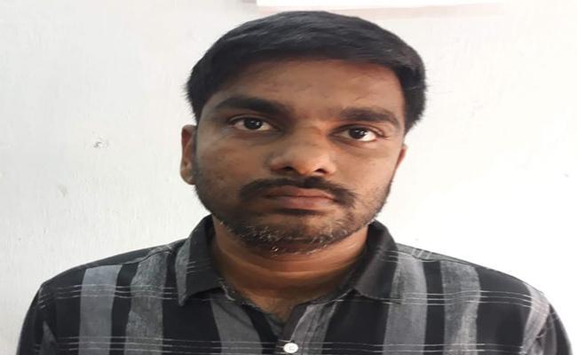 A Man Cheats Finance Company In East Godavari  - Sakshi