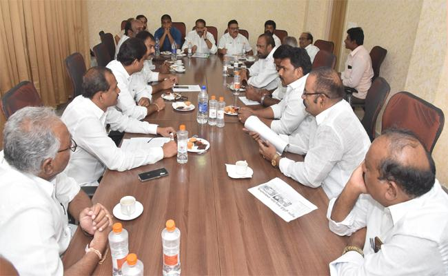 Sattenapalli YSRCP MLAs Protest Against TDP Leaders Kodela Shiavaprsad And Srinivasa Rao - Sakshi