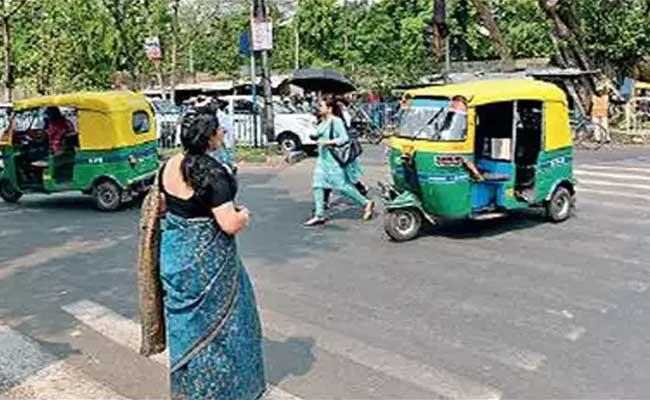 Mumbai Auto Driver Arrested for Molesting Woman - Sakshi
