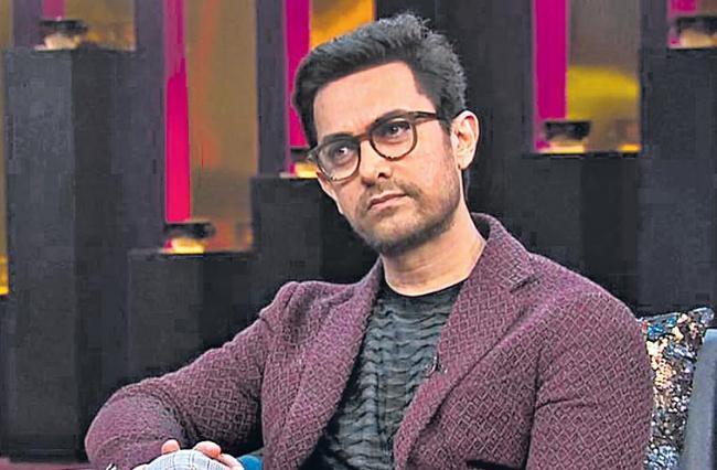 Aamir Khan Back in Gulshan Kumar Biopic Mogul - Sakshi